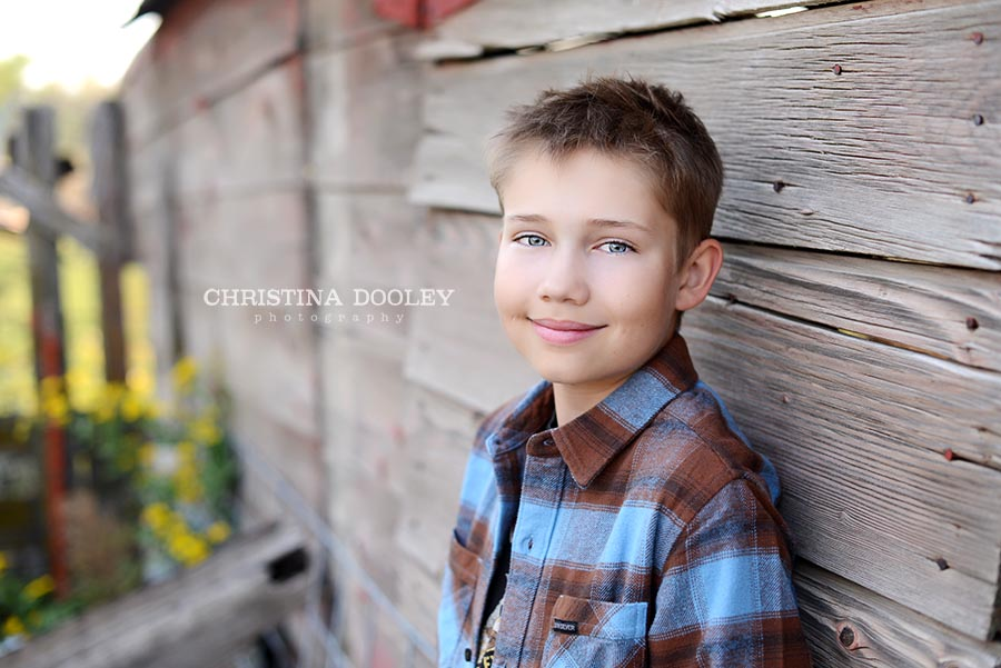 Barnwood backdrop kids photo session