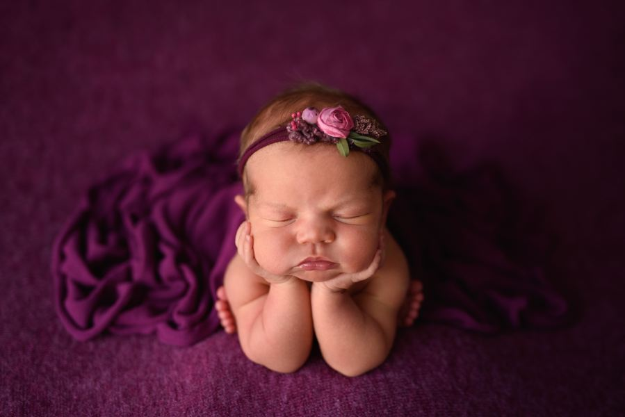 Photo of newborn girl in froggy pose